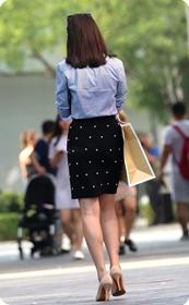 街拍气质职业装短裙高跟少妇