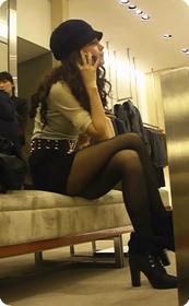 黄晓明嫩模妻子angelababy,逛商场被街拍