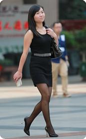 黑色漆皮高跟和丝袜的诱惑