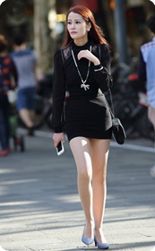 街拍紧身包臀裙,肉丝高跟美女