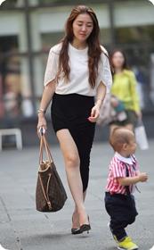 生了小孩的少妇最有魅力,美臀黑裙美腿高跟少妇