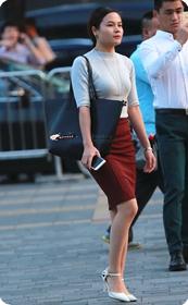 短裙少妇+美腿四季高跟凉鞋