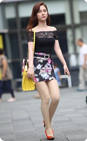 街拍喜欢穿肉丝紧身短裙的小少妇