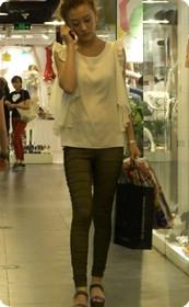 上海商城里拍摄美女