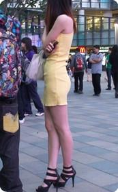 注意看噢,裙子是超薄的
