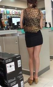 豹纹配超短裙