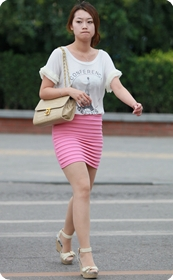 街拍美女,粉红高腰短裙