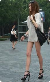 牛仔热裤,长腿高跟