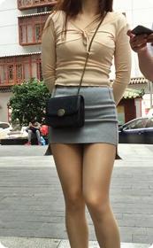 街拍短裙美女,极品翘臀