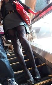 很像某位大明星呢,完美的美腿