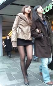 街拍穿裙子的美女