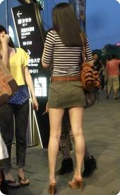 街拍超短裙美女