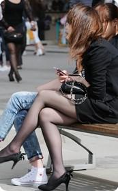 珠江广场的女孩