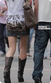街拍重庆大学的美女研究生