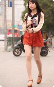 橙色短裤美腿少女