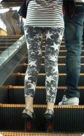 这样的紧身裤还蛮有个性的