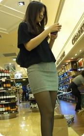 街拍短裙美女