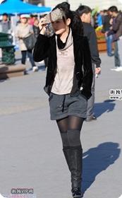 街拍气质黑衣高跟长靴美女