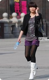 街拍白靴热裤美腿美女