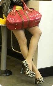 街拍长腿美女之豹纹高跟