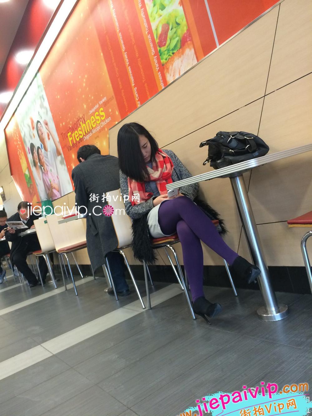 肯德基偶遇,街拍紫色丝袜高跟少妇3