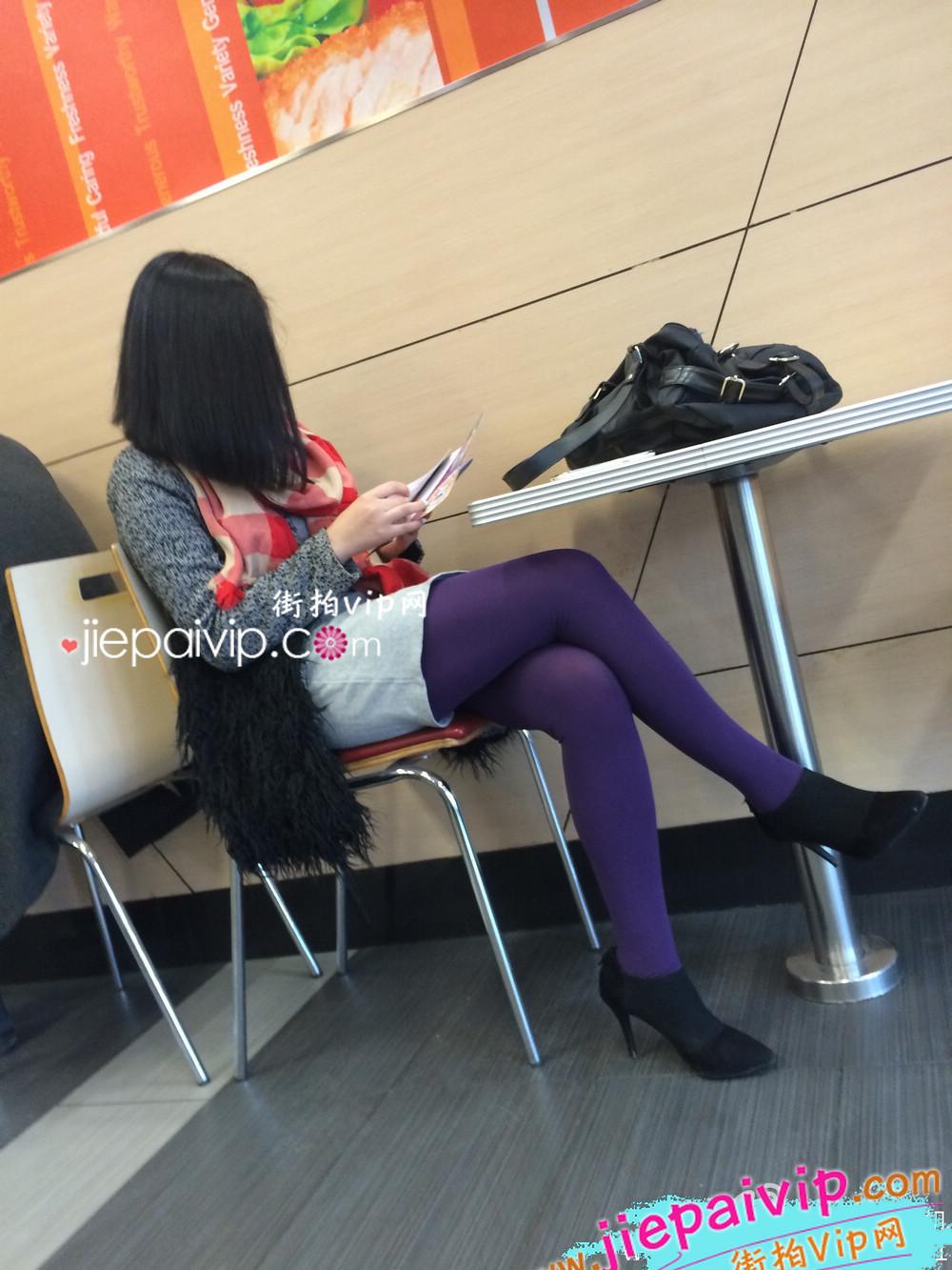 肯德基偶遇,街拍紫色丝袜高跟少妇7