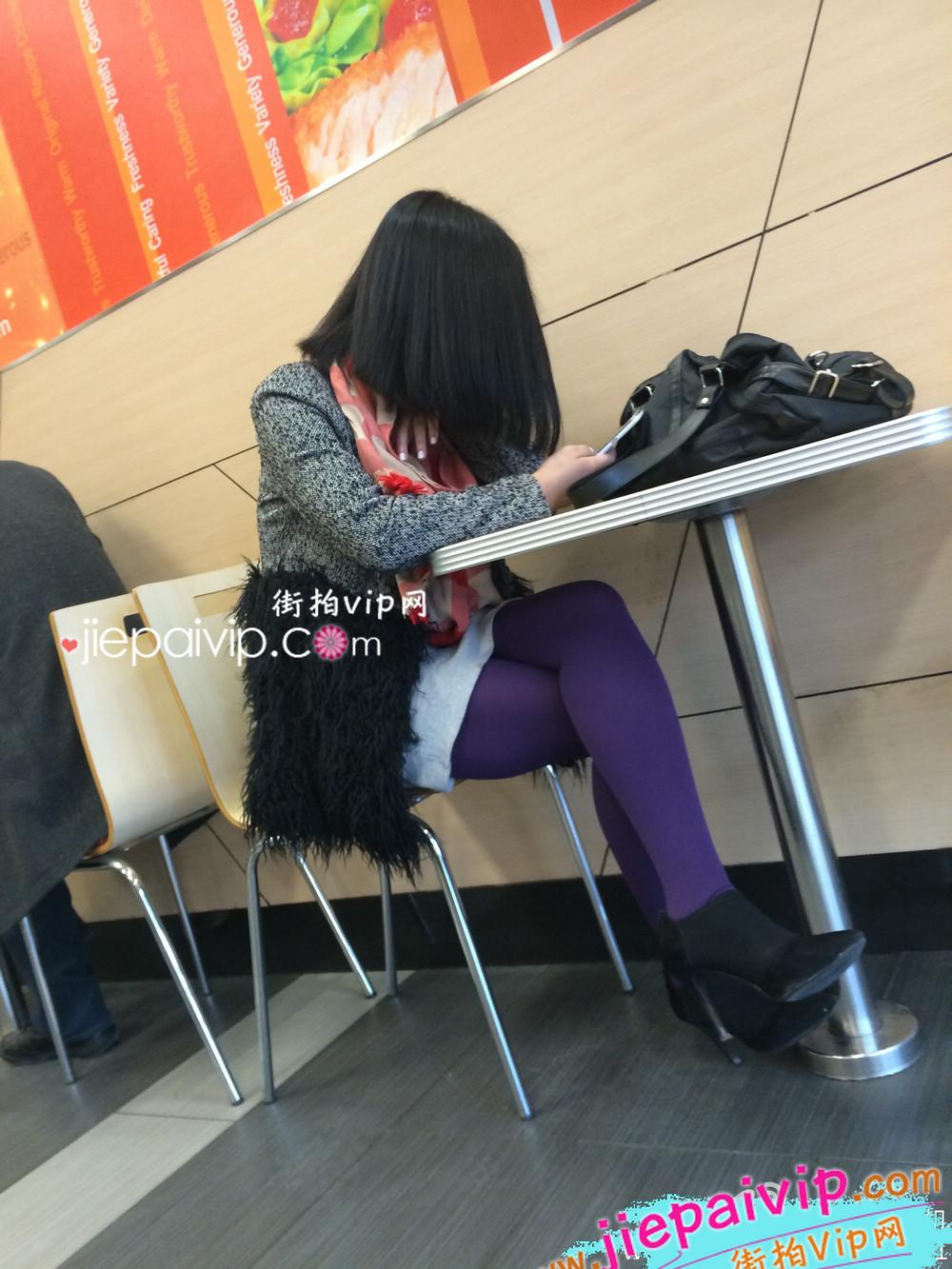 肯德基偶遇,街拍紫色丝袜高跟少妇9