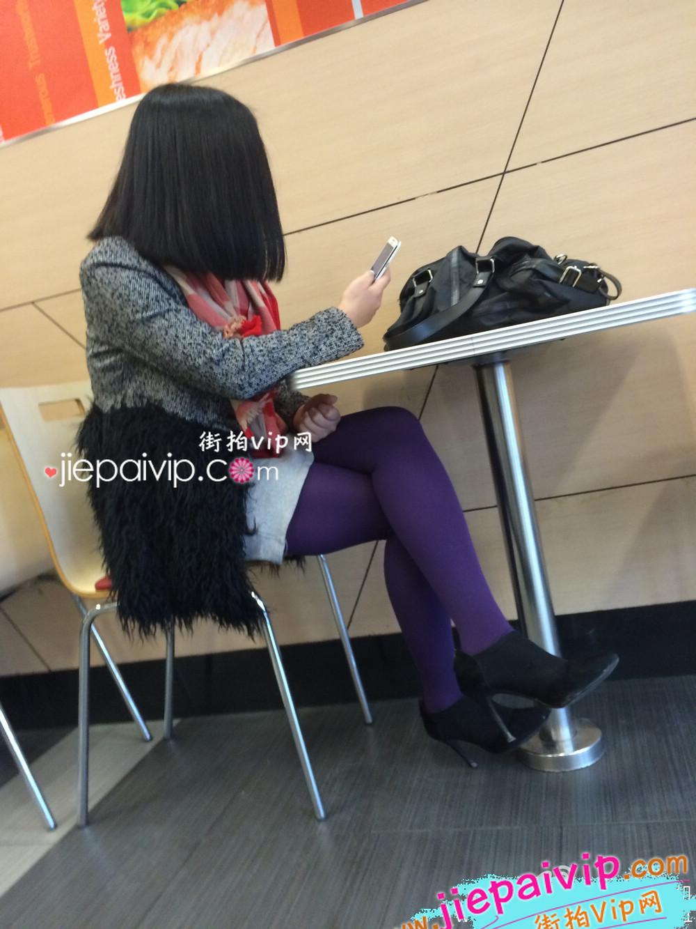肯德基偶遇,街拍紫色丝袜高跟少妇10
