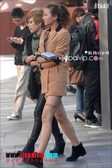 街拍超短裙,紧身衣,少妇17