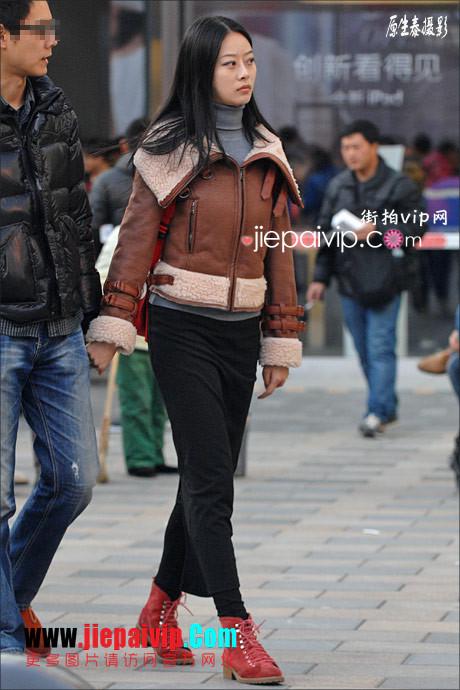 街拍超短裙,紧身衣,少妇20