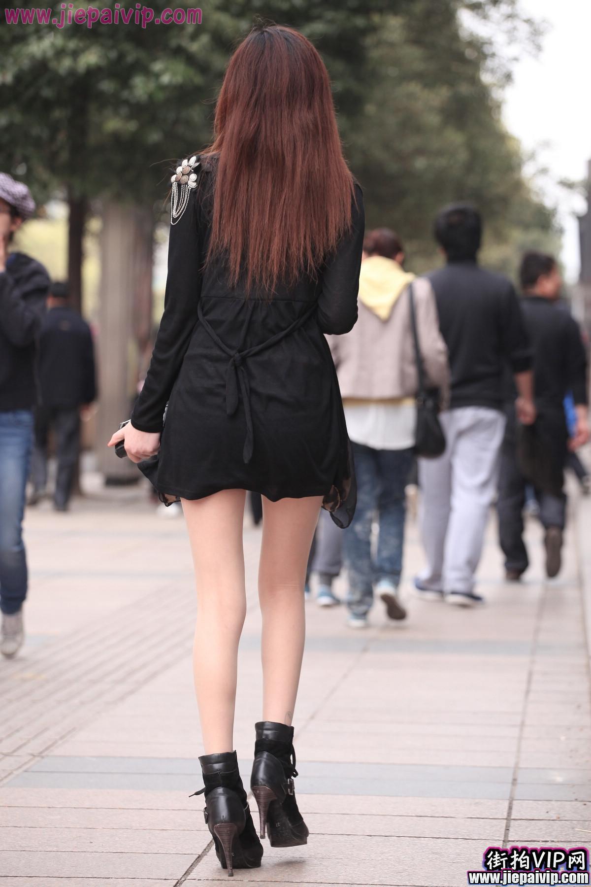 肉丝噢,超性感短裙 豹纹围巾美眉1
