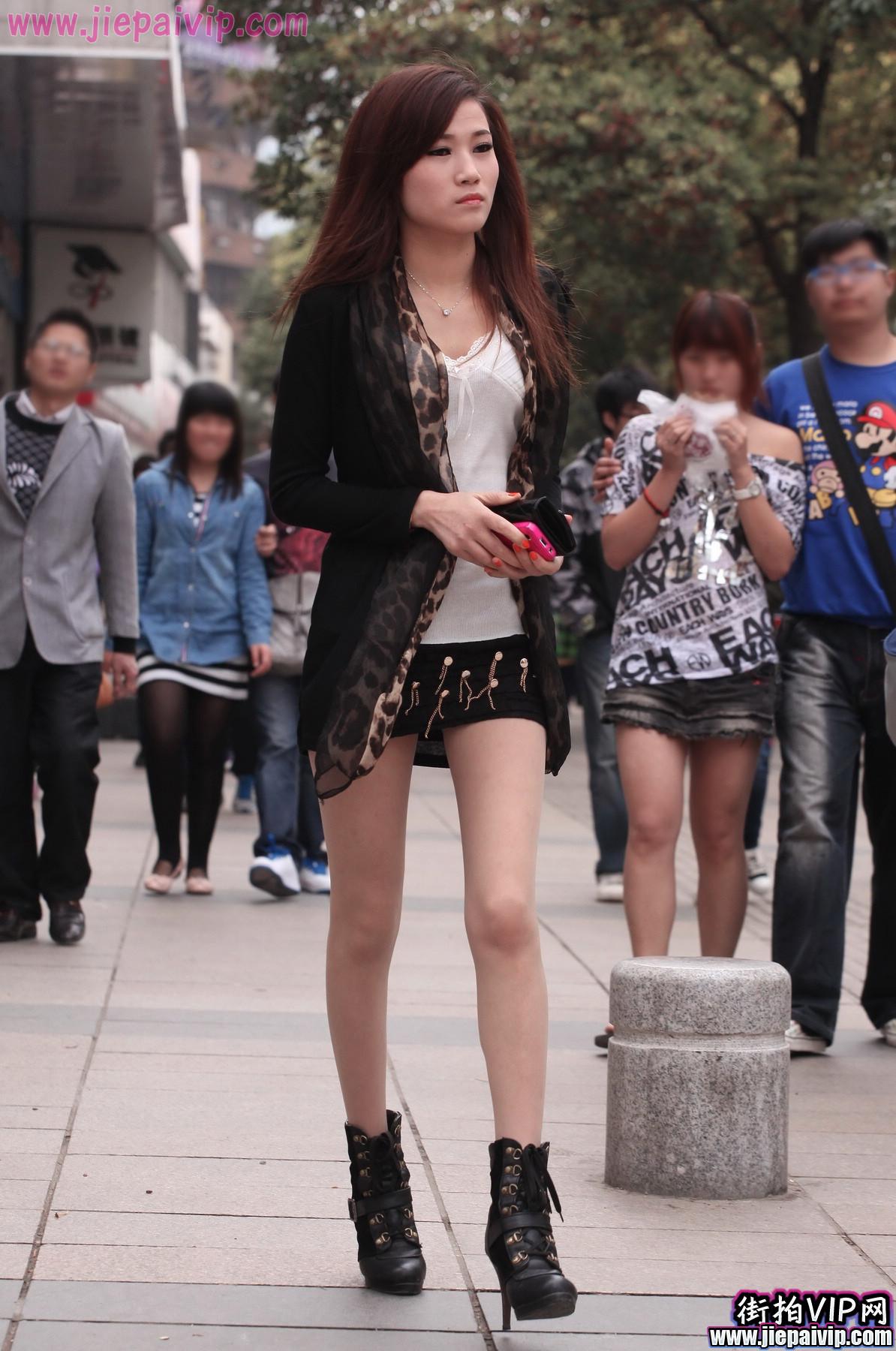 肉丝噢,超性感短裙 豹纹围巾美眉2