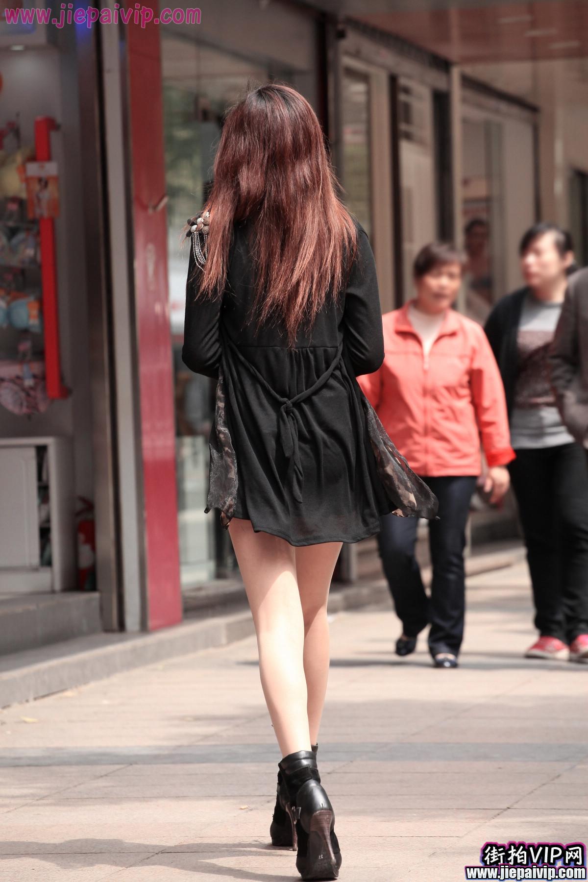 肉丝噢,超性感短裙 豹纹围巾美眉3