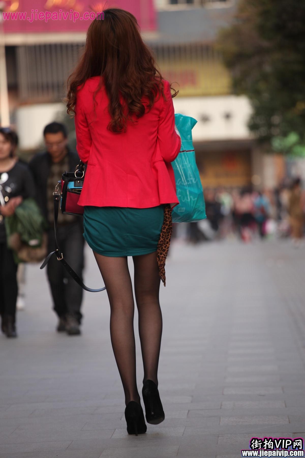 红套衫绿裙1