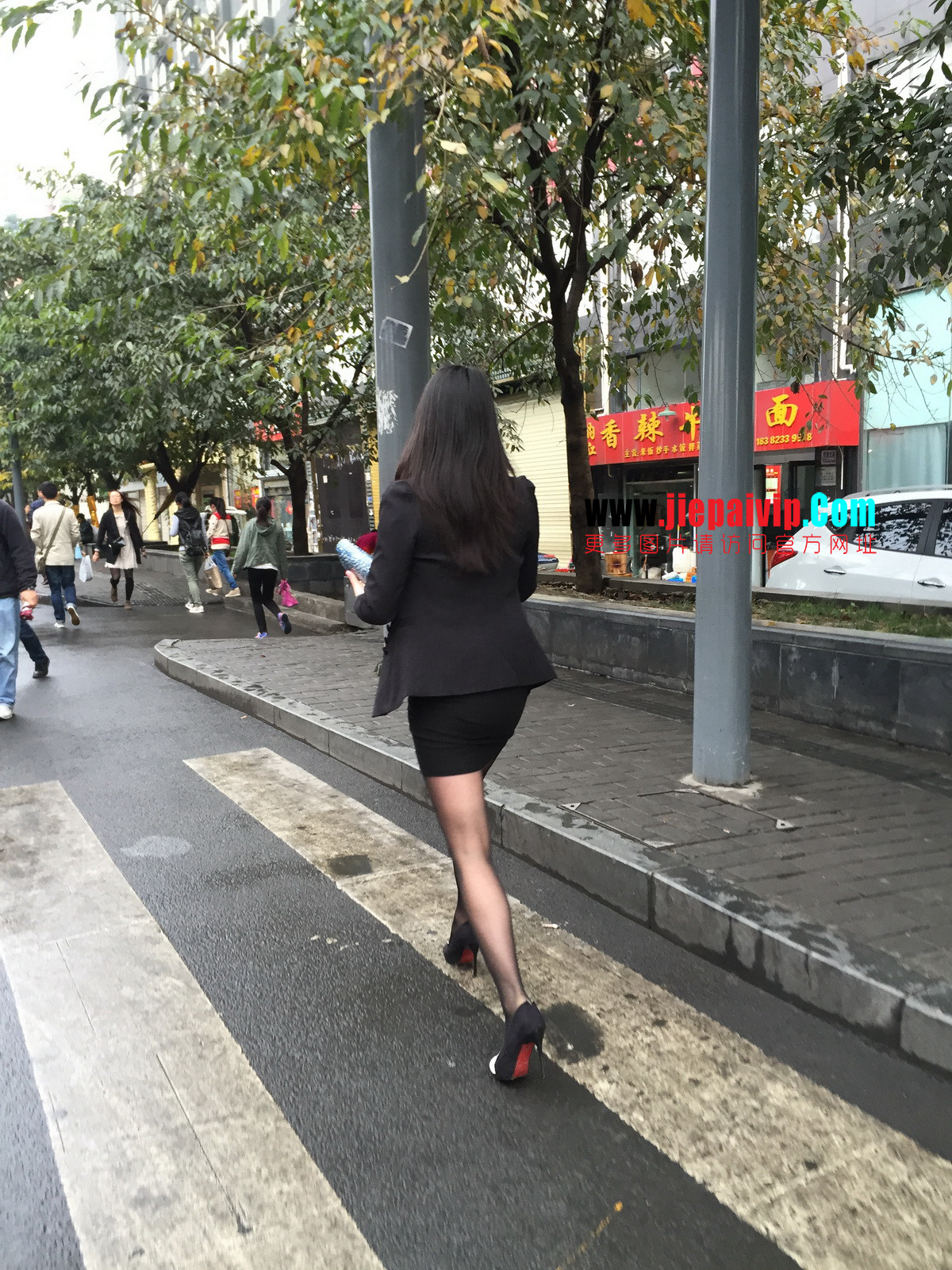 街拍职业OL美女,黑丝高跟,短裙包臀18