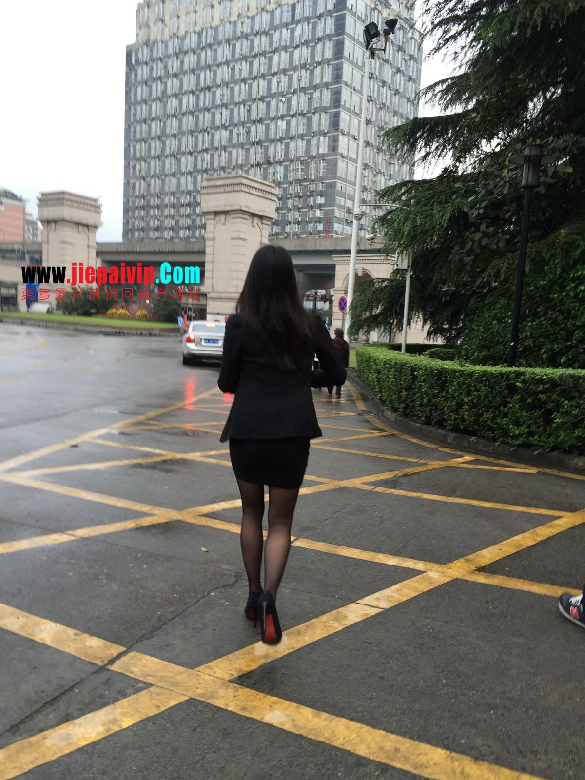 街拍职业OL美女,黑丝高跟,短裙包臀51