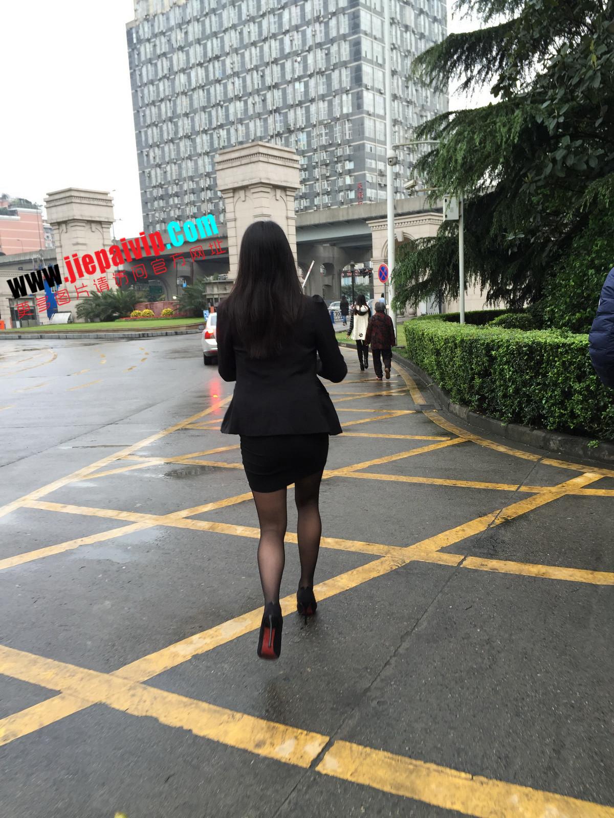 街拍职业OL美女,黑丝高跟,短裙包臀55