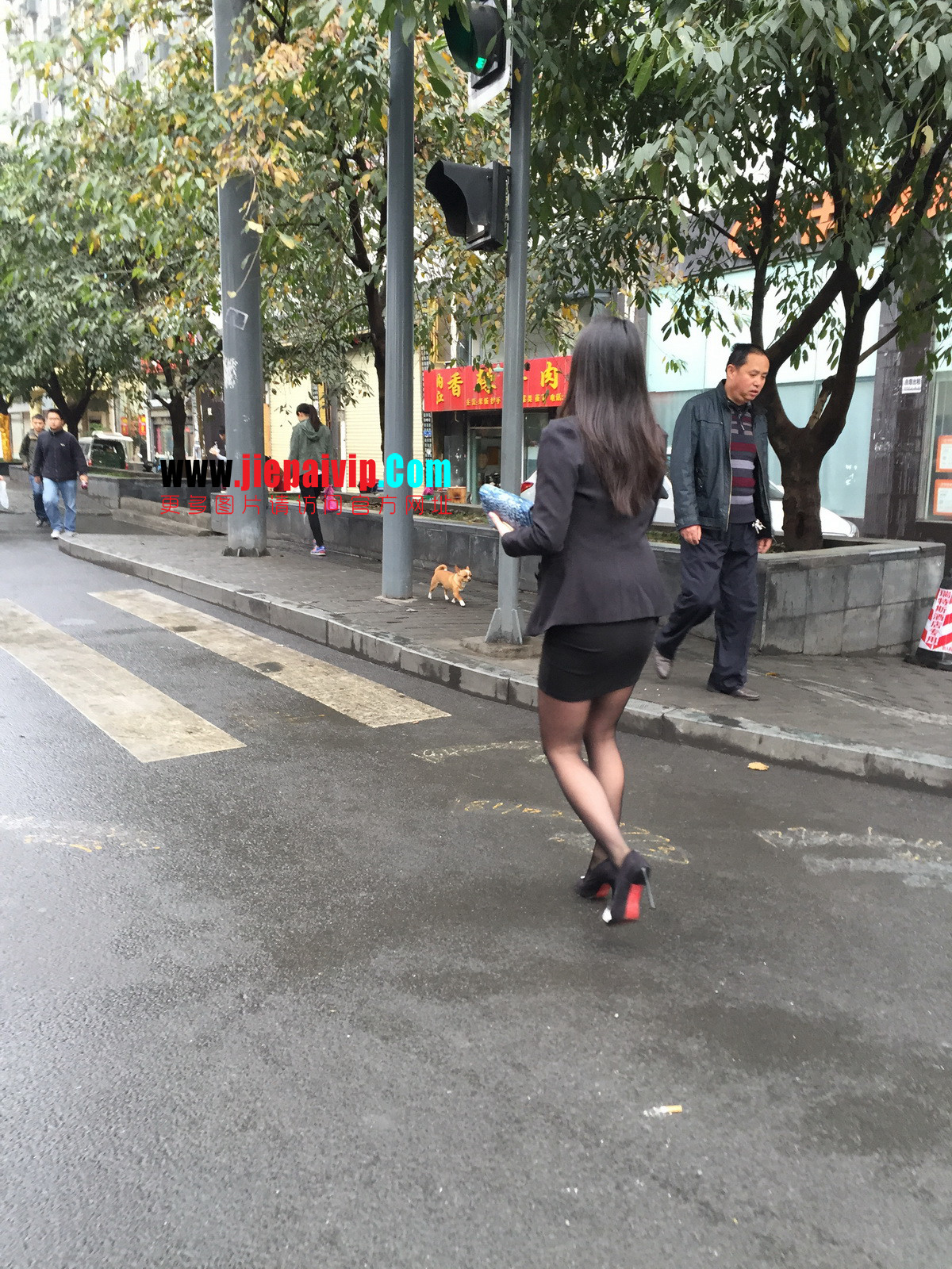 街拍职业OL美女,黑丝高跟,短裙包臀25
