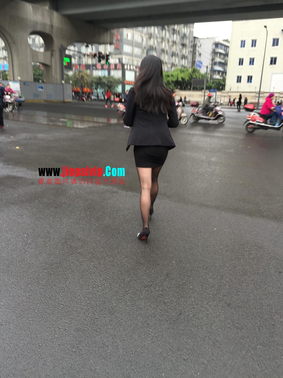 街拍职业OL美女,黑丝高跟,短裙包臀10
