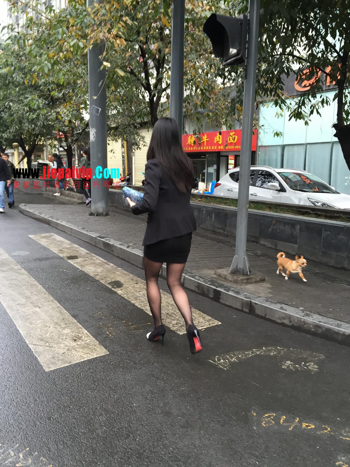 街拍职业OL美女,黑丝高跟,短裙包臀29