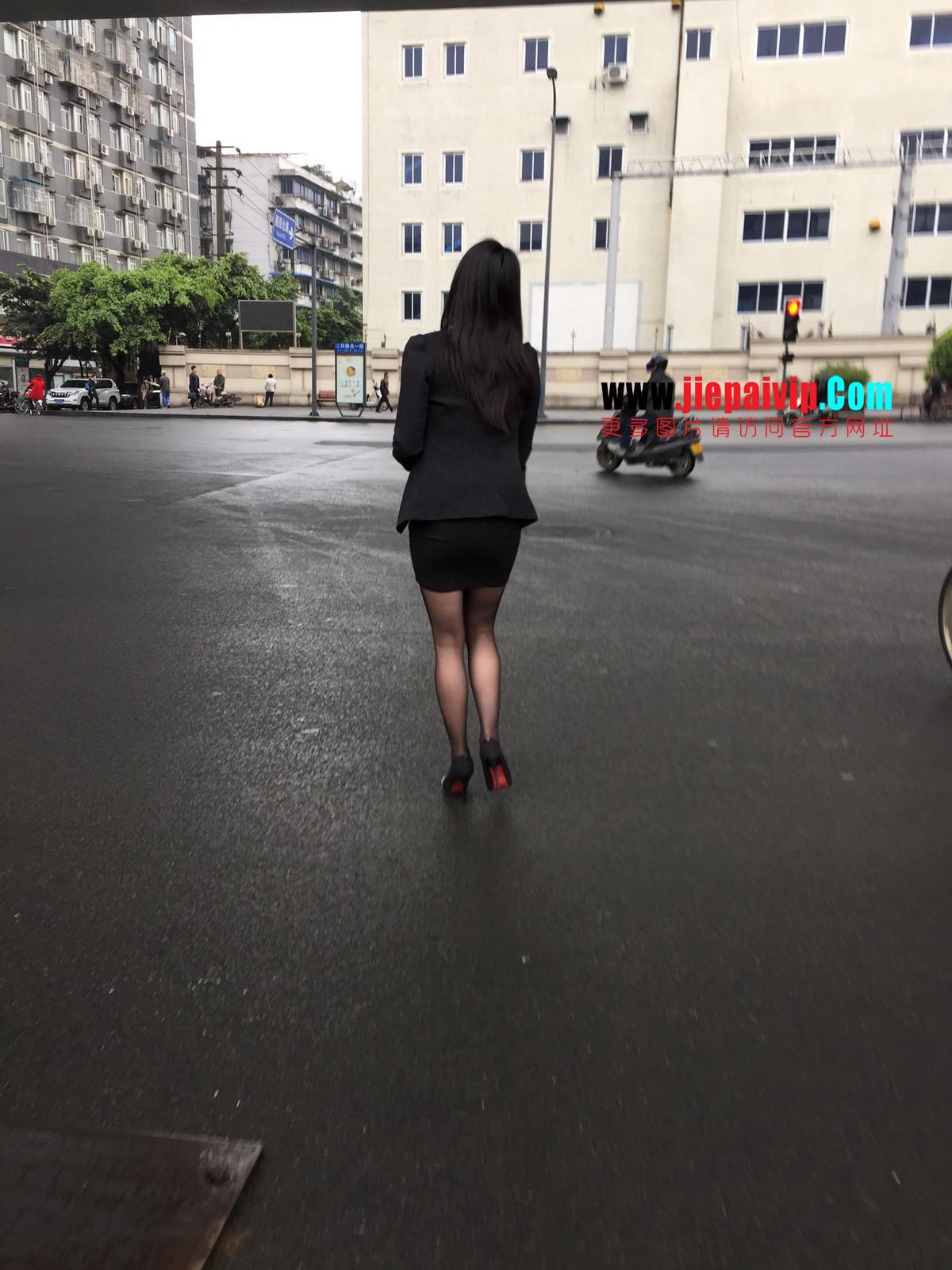 街拍职业OL美女,黑丝高跟,短裙包臀17