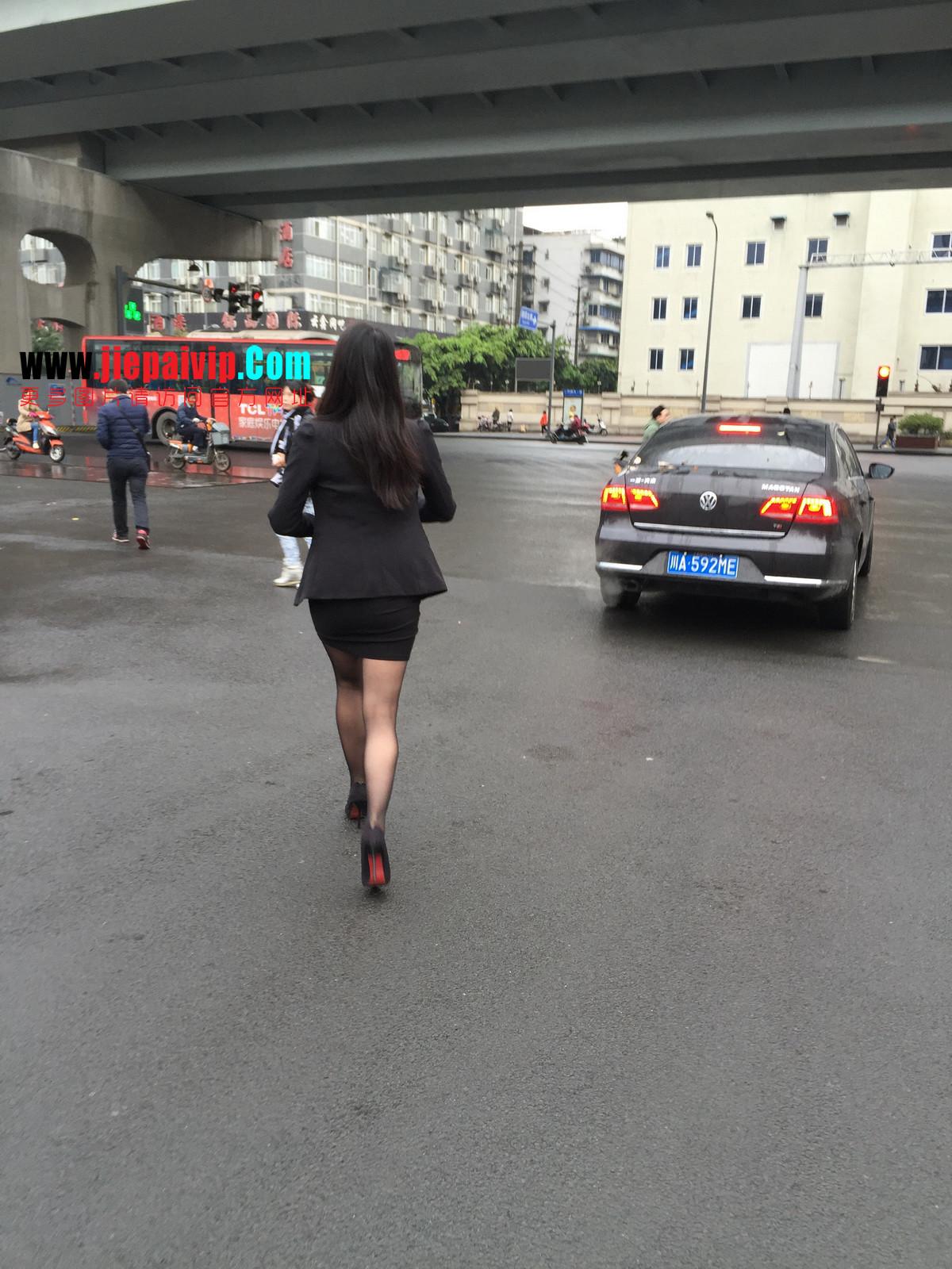 街拍职业OL美女,黑丝高跟,短裙包臀1