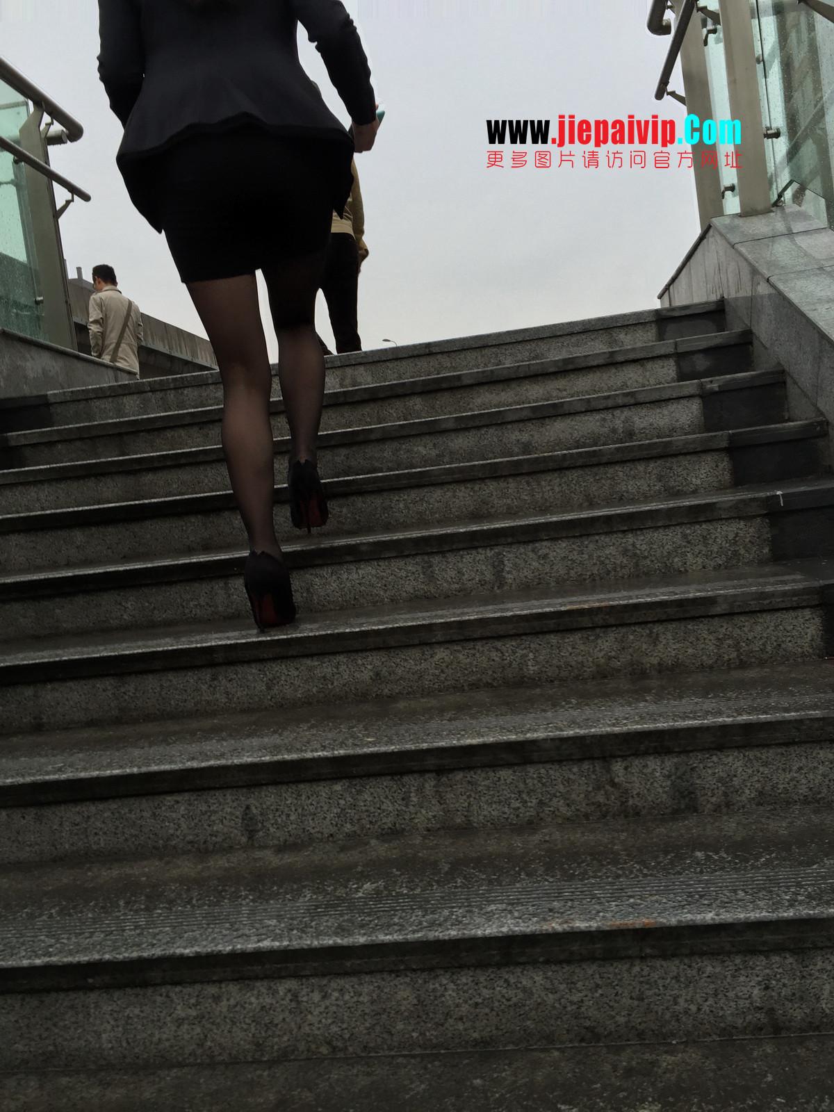 街拍职业OL美女,黑丝高跟,短裙包臀38