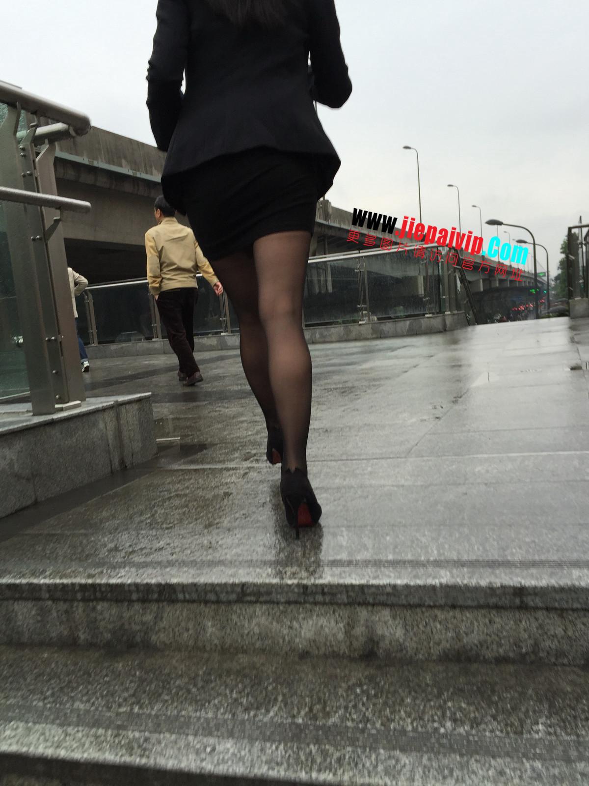 街拍职业OL美女,黑丝高跟,短裙包臀39