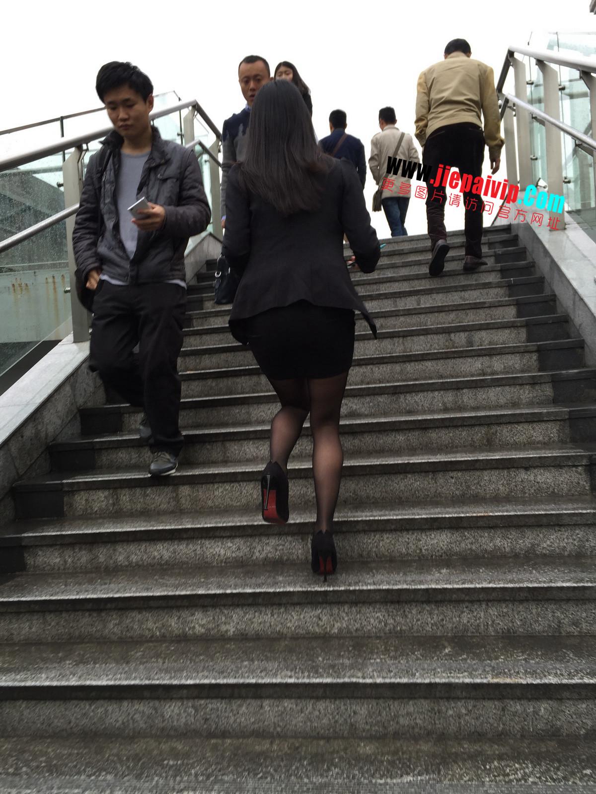 街拍职业OL美女,黑丝高跟,短裙包臀40