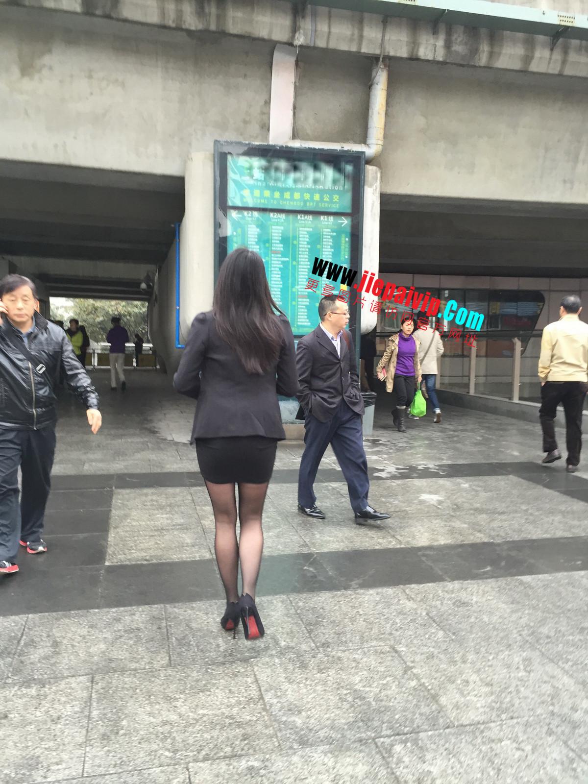 街拍职业OL美女,黑丝高跟,短裙包臀44