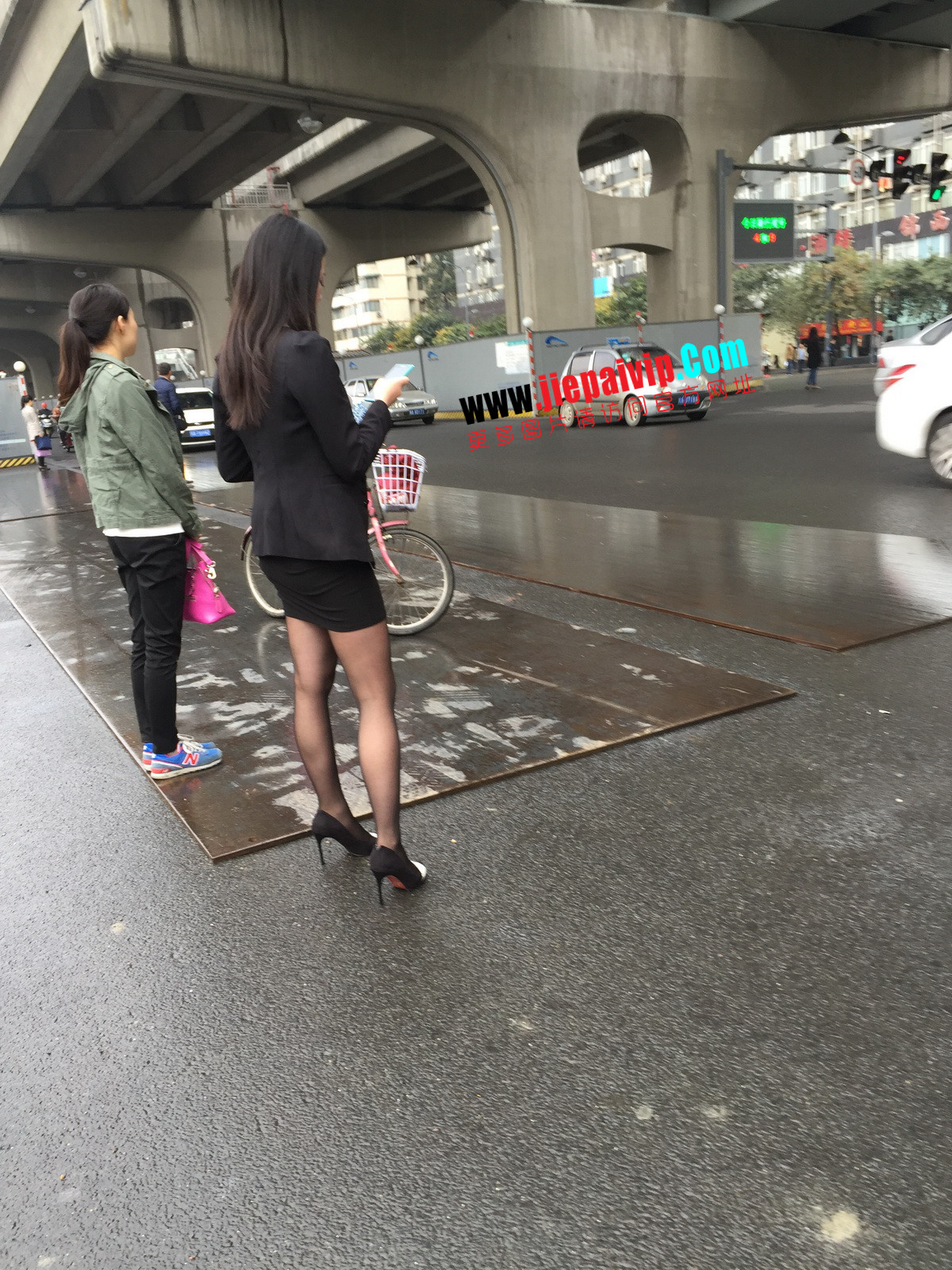 街拍职业OL美女,黑丝高跟,短裙包臀3