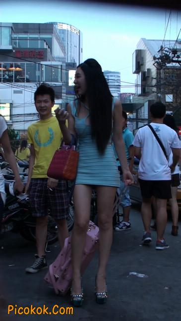 大搔货刚小希来了(第二季):蓝色包臀深V爆乳,同样的高跟鞋42