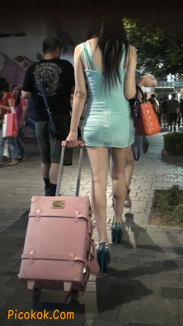 大搔货刚小希来了(第二季):蓝色包臀深V爆乳,同样的高跟鞋72