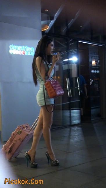 大搔货刚小希来了(第二季):蓝色包臀深V爆乳,同样的高跟鞋87